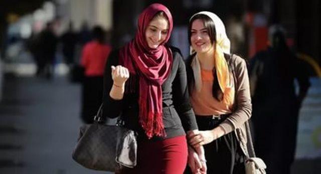 На улицах Турции трудно встретить откровенно одетых женщин