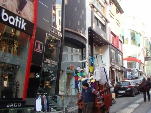 Носильщики на рынке в Турции